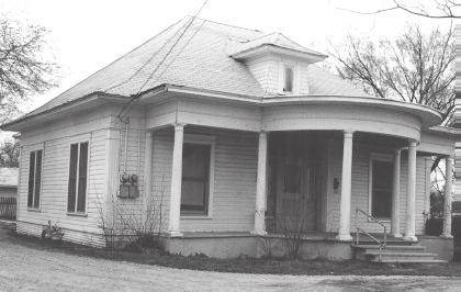 House at 802 East Ennis